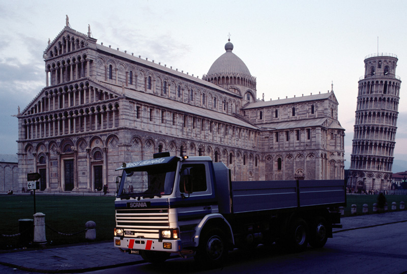 En äldre Scania i Pisa